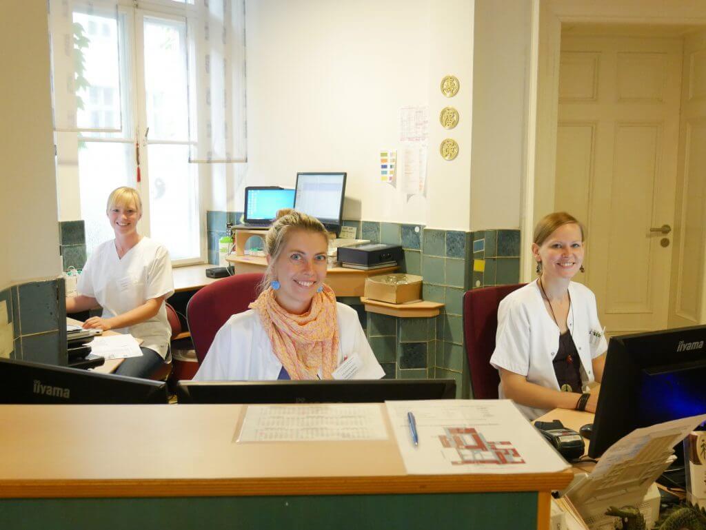 Mitarbeiterinnen Empfang (Fr. John, Fr. Seiffert, Fr. Freitag)
